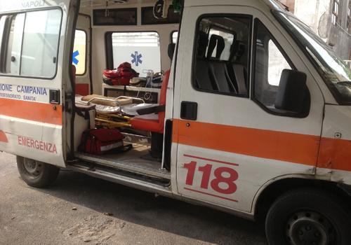 Testate contro l'autista del 118, ennesima violenza in corsia a Napoli